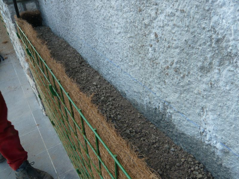 Riempimento con terra argillosa